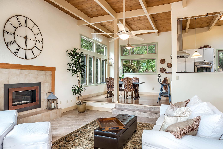 Living room 002 john stackelberg mariann ilaria for The living room 002